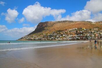 Beach at Fish Hoek, with Elsie\'s Peak in the background, Cape Town\'s South Peninsula